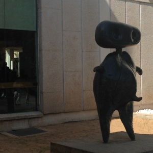 Miró's welcome statue